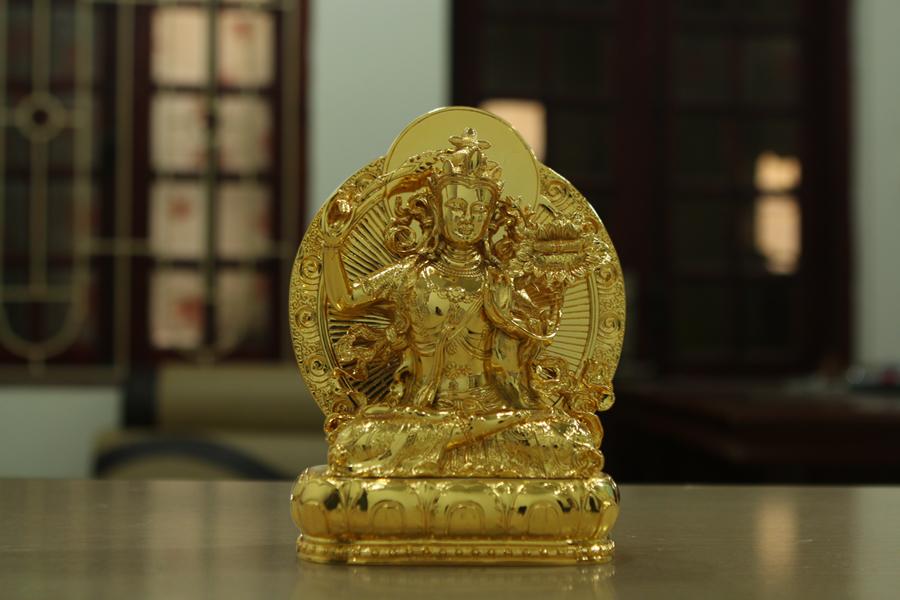 Tượng Phật Đại sư liên hoa sinh mạ vàng bởi Karalux