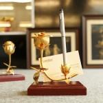 Karalux giới thiệu bông hồng doanh nhân mạ vàng mới lạ làm quà tặng 20/10
