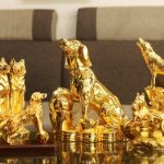 Chiêm ngưỡng chùm ảnh linh vật tuổi Tuất phong thủy mạ vàng