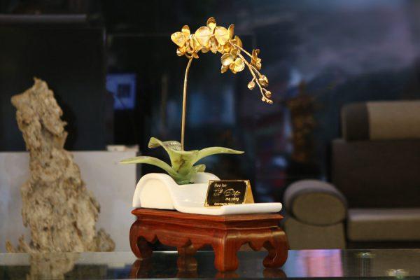 Hoa lan cành vàng lá ngọc