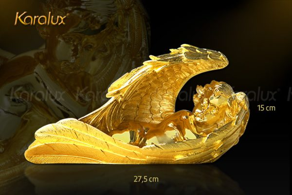 Tượng thiên thần ngủ trong đôi cánh mạ vàng