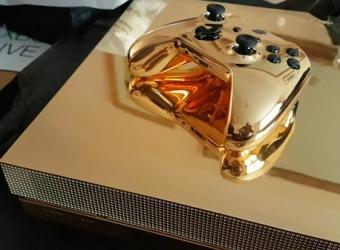 Unbox chiếc Xbox One X mạ vàng 24k