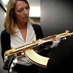 Những khẩu súng mạ vàng ngoài đời thực còn đẹp hơn cả trong game online
