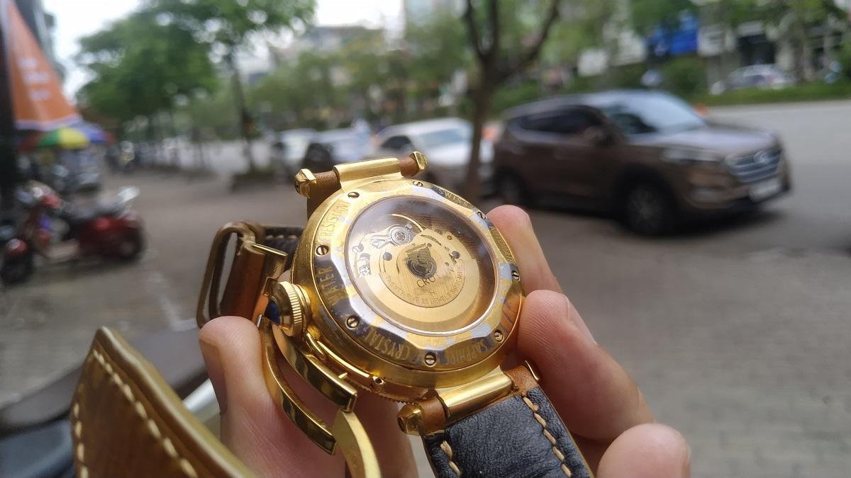 Đồng hồ bị bong lớp mạ vàng do mạ tại cơ sở mạ vàng không uy tín, chất lượng