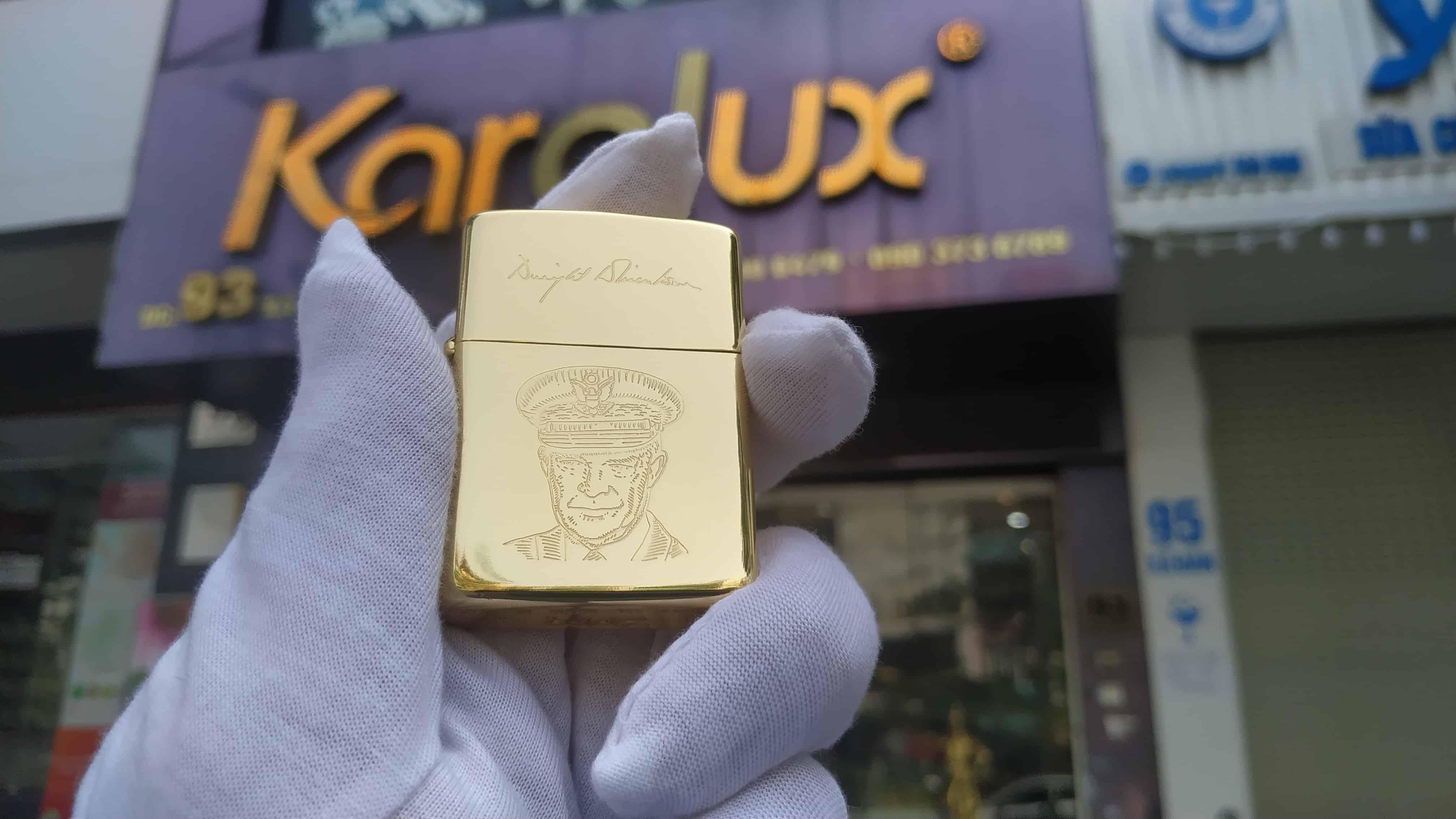 Bật lửa được mạ vàng 18k vẫn giữ nguyên hình khắc