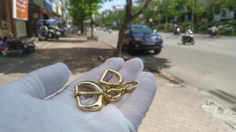 Móc khóa túi xách sau khi được mạ vàng cứng Pre Gold