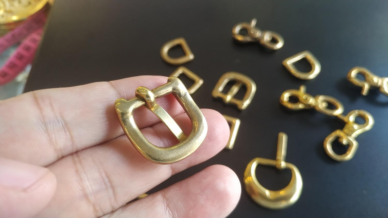Móc khóa bị ô xy hóa được khách hàng mang đến Karalux để mạ vàng 18k