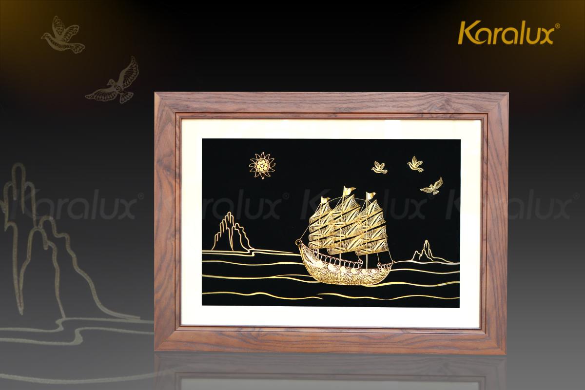 """Tranh thuyền buồm """"Thuận buồm xuôi gió"""" chế tác thủ công tinh xảo từ bạc, mạ vàng 24k bởi nghệ nhân kim hoàn Karalux"""