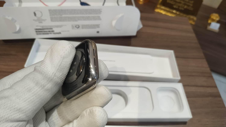 Đồng hồ Apple Watch series 6 nguyên bản khách hàng mang qua Karalux để mạ vàng 18k