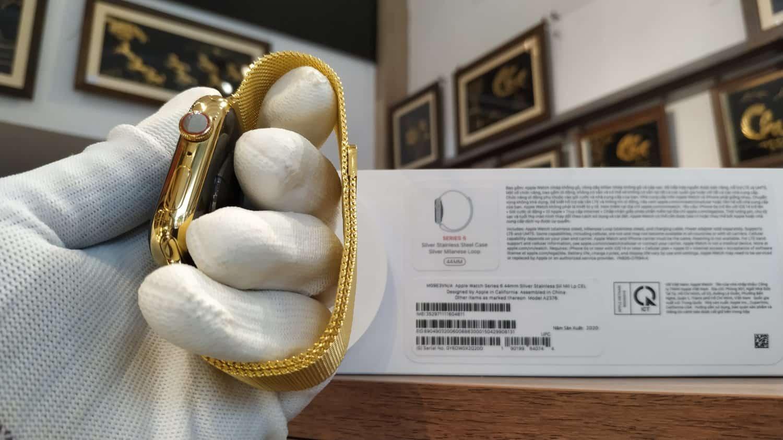 Phần núm của chiếc Apple Watch series 6 được làm từ đá nên các kỹ sư Karalux giữ nguyên bản không mạ vàng chi tiết này