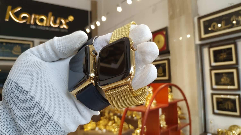 Đồng hồ Apple Watch series 6 và series 2 được mạ vàng cùng một thời điểm.