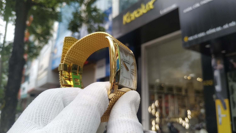 Đồng hồ cũ Armani bị mòn, xỉn theo thời gian sau khi được xử lý bề mặt và mạ vàng cứng Pre Gold
