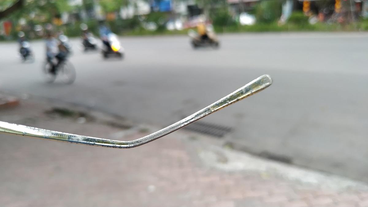 Phần gọng kính là điểm bị ô xy hóa nặng trên diện rộng