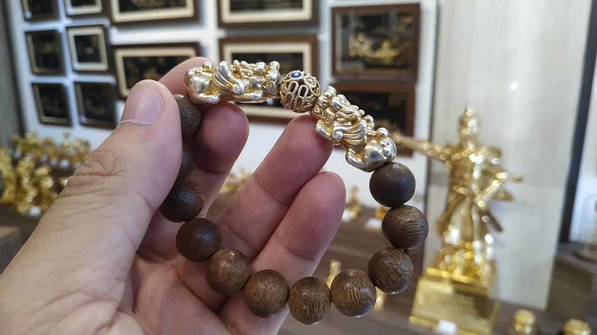 Vòng tay tỳ hưu mạ vàng 24k bị mòn được khách hàng gửi đến Karalux để mạ vàng lại